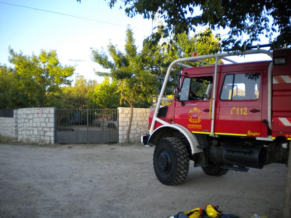 camion-bomberos-en-puerta-parque